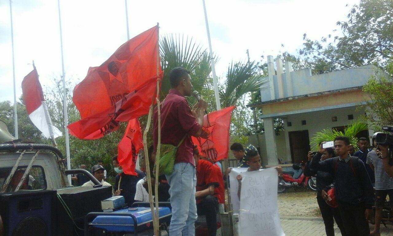 Puluhan Aktivis GMNI Tolak Status BLU Undana