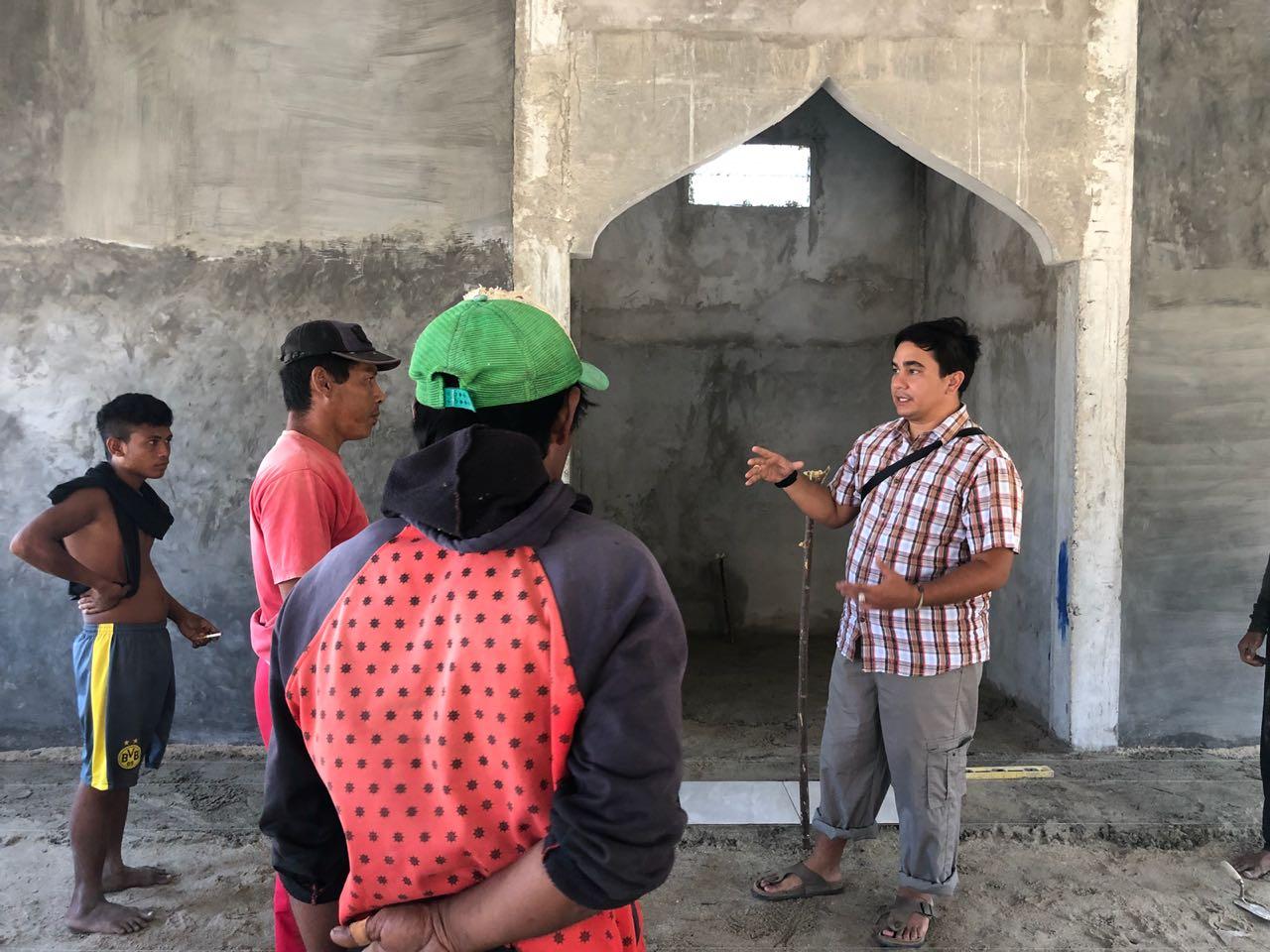 Syukuri Pelantikan Gubernur, Julie Laiskodat Salurkan Bantuan Masjid di Seraya