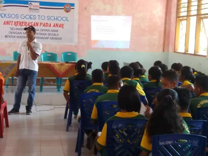 Sosialisasi Kekerasan Terhadap Anak di SMPK Swadaya Maukaro dan SMPN 1 Maukaro.