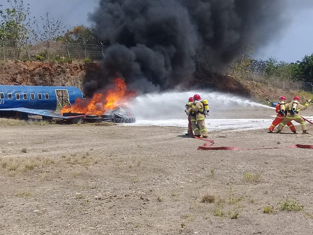 Pesawat Ti'i Langga Air 'Tergelincir dan Terbakar' di Bandara DC Saudale Rote