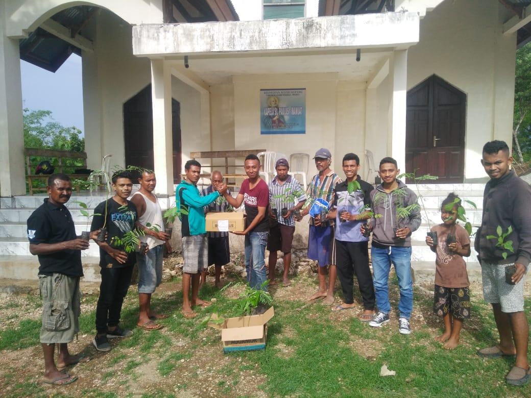 KMK BSB FKIP Undana Peringati Hari Pohon Se-dunia Dengan Bakti Sosial