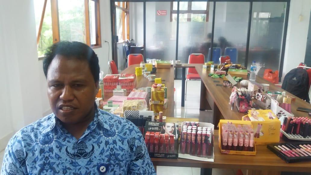 Balai POM NTT Sita Puluhan Kosmetik Ilegal di Labuan Bajo