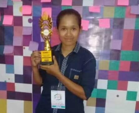 Mahasiswi Cantik Faperta Juara 1 Stand Up Comedy Dalam LKM Tingkat Kota Kupang
